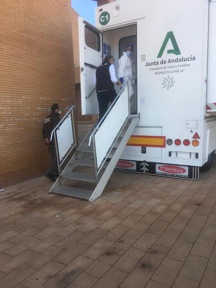 El camión covid llega al Maestro Padilla.