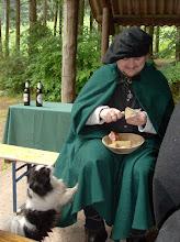 Photo: Gerion und sein Essen - mit Hund.