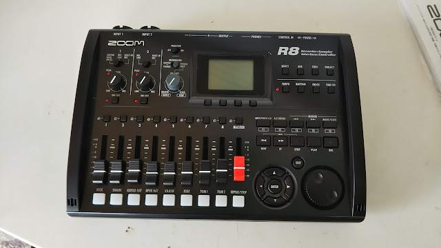 ZOOM R8