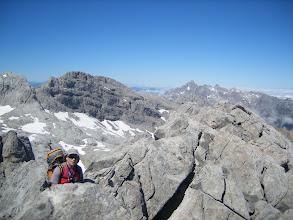 Photo: Félix llegando a la cumbre, al fondo el Picón