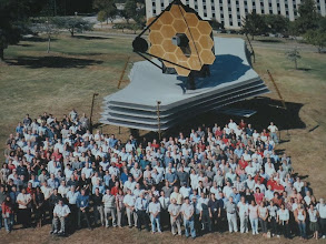 Photo: Awesome crowd photo with a LIFE-SIZE mock-up of the James Webb Telescope... Can you dig how freakin' HUGE that thing is!! :)