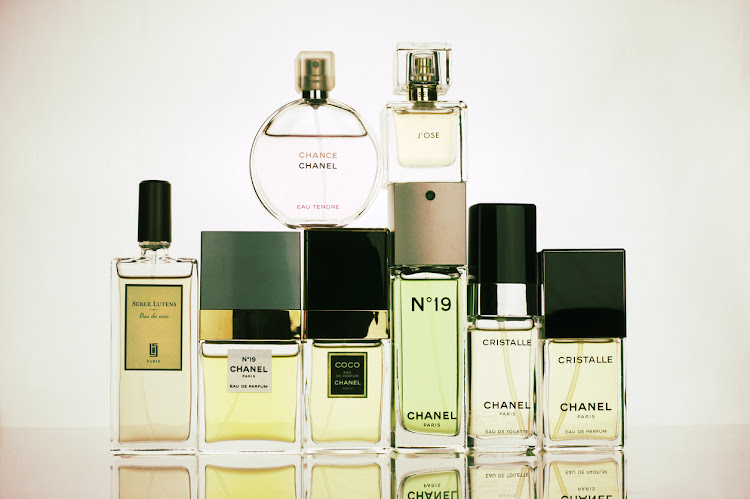 "Perfumes set: Chanel N""–19 and Cristalle in various concentrations, Coco, Chance Tendre; Serge Lutens Bas de soie, Eisenberg J'ose"