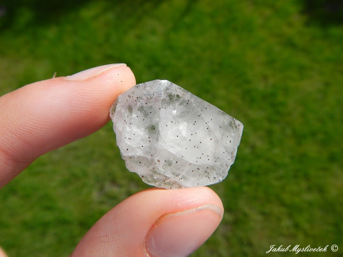 Photo: Krystal křemene s inkluzemi goethitu (Studenec u Jilemnice). Velikost vzorku 30 mm. Nalezeno dne 13.8. 2016.