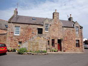 Photo: Red sandstone house (Crail)