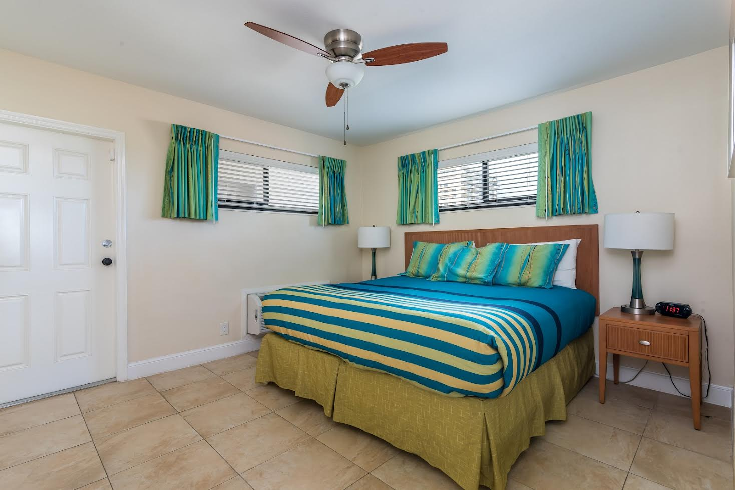 One Bedroom Oceanfront Picture Number 4