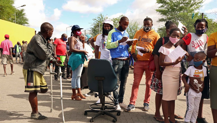 Thousands of Zimbabwean nationals have been asked to self-quarantine after they enter SA at the Beitbridge port of entry.