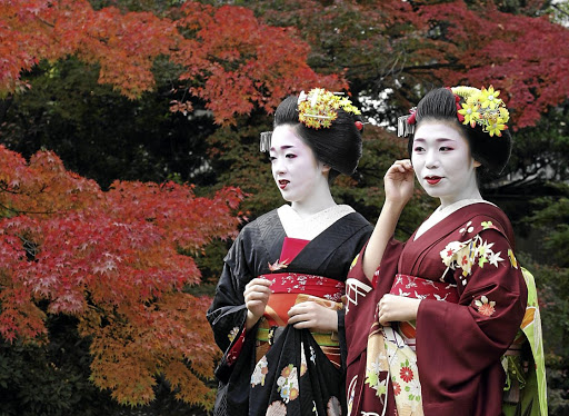 The writer admires the ways of Japanese people, including the mysterious Geisha girls.