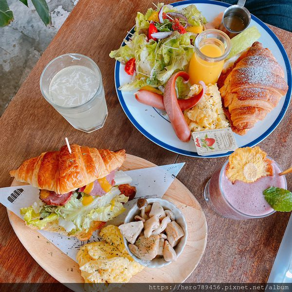 新北板橋美食-Merci cafe,板橋經典早午餐代表,不僅能享受美食也能拍好拍滿當網美,工業ft.鄉村風