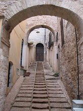 Photo: The streets in Spello had this step-like construction that made walking possible and driving difficult.