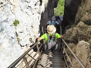 Photo: descente des échelles de la brèche
