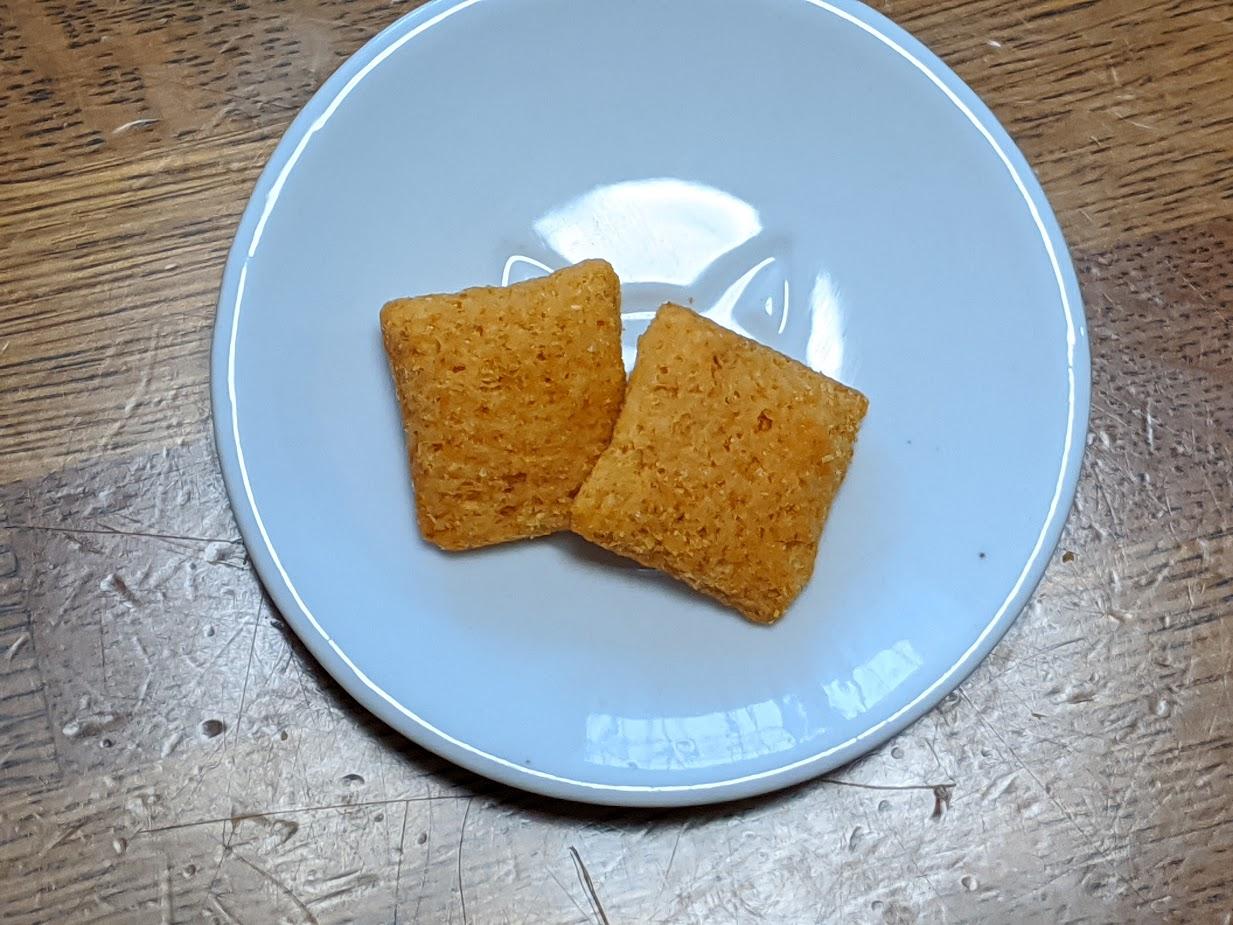 チーズインスナック お皿に出してみたところ