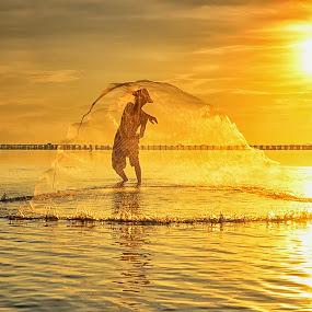 Oval by Hendri Suhandi - People Street & Candids ( people, portrait, fisherman. street )
