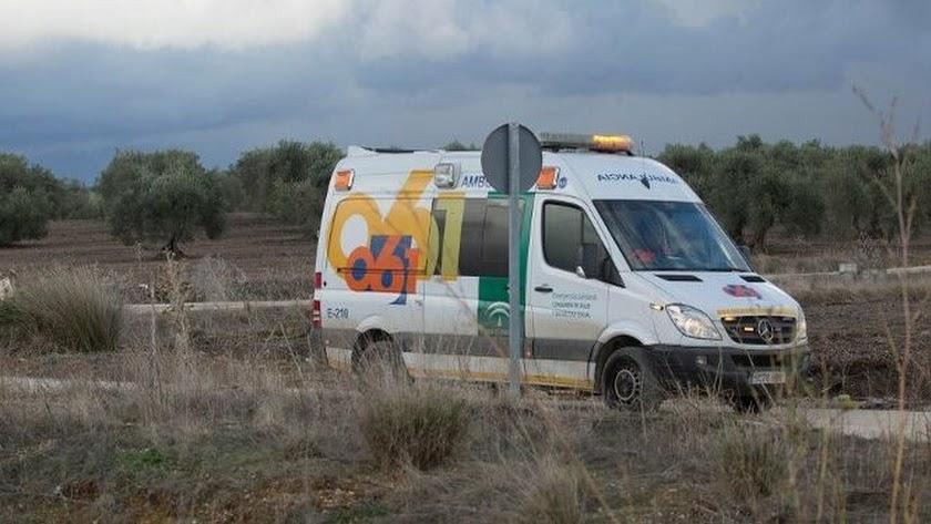 Un muerto y dos heridos evacuados al hospital tras un accidente entre dos coches en Níjar
