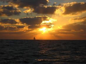Photo: Bu da ilk doğuşu. Takvim yaprağı gibi değil mi?  First sunrise in the Atlantic.