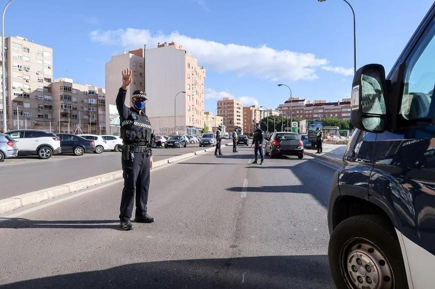 Control policial en la autovía del aeropuerto