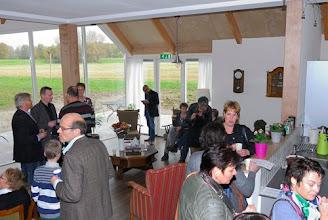 Photo: eerste gasten arriveren in de zitkamer van de zorgboerderij