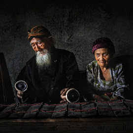 Traditional javanesse musician by Indrawan Ekomurtomo - People Musicians & Entertainers