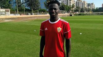 Isah Aliyu ya viste con la camiseta del Almería.