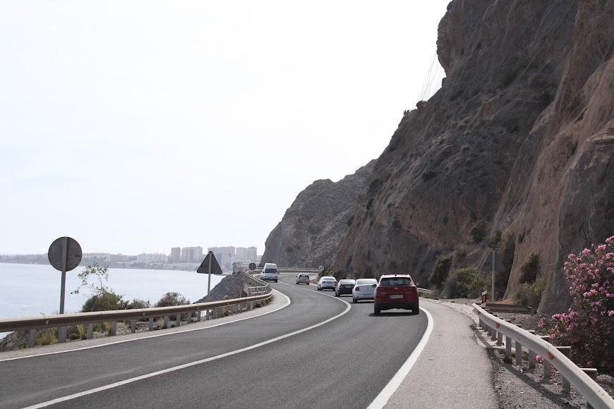 Tránsito de vehículos dirección Almería-Aguadulce.