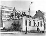 Photo: Piata 1 Decembrie 1918 - demolarea unei case - sursa Facebook, R.C https://www.facebook.com/photo.php?fbid=1881522418827903&set=a.1461038877542928.1073741826.100009104908756&type=3&theater