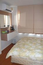 Photo: パーテーションで仕切られた寝室です。