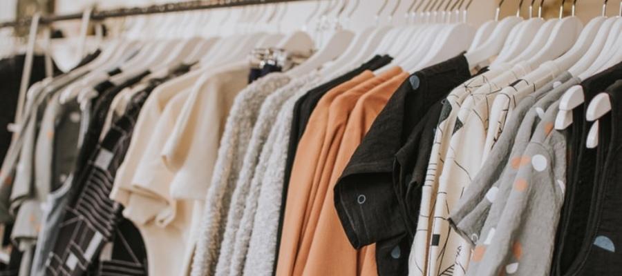 apģērbi un apavi