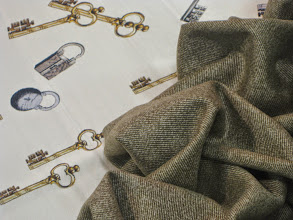 Photo: Ткань :Атлас стрейч натуральный шелк ш.140см. цена 4000руб.Ткань Кашемир Жаккардовый ш.140см. Цена 5000руб.