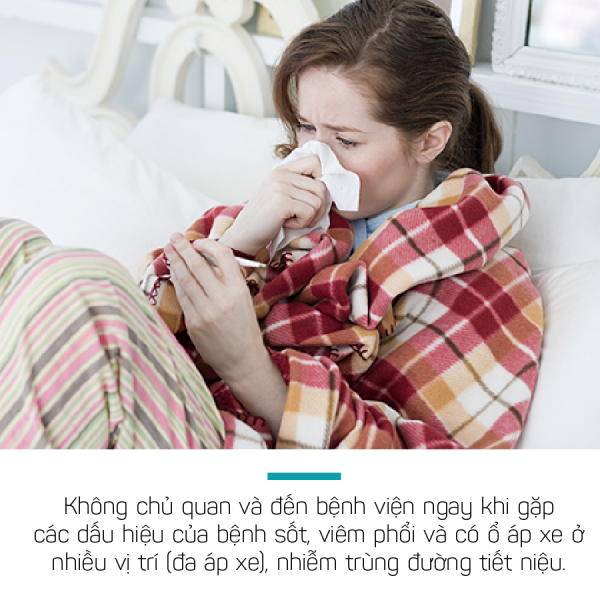 Sốt, viêm phổi có thể là dấu hiệu bệnh Whitmore