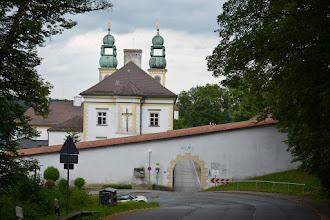 Photo: Sanktuarium Matki Bożej Wspomożycielki(Maria Hilf) z XVII w.  Tutaj był bardzo ostry podjazd. Niektóre samochody szurały podwoziem na zakręcie.