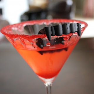 Halloween Party Drink Recipes – Vampire Kiss Martini