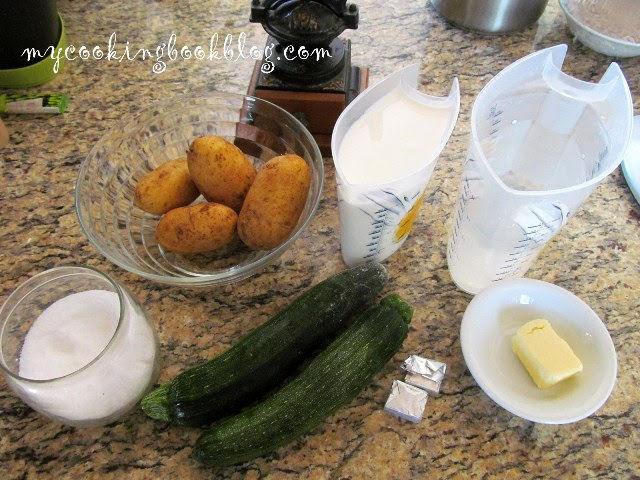 Млечна супа с картофи и тиквички