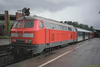 Photo: 218 185-7 (DB), Ahrensburg - Hamburg Hbf {Ahrensburg; 2002-07-21}