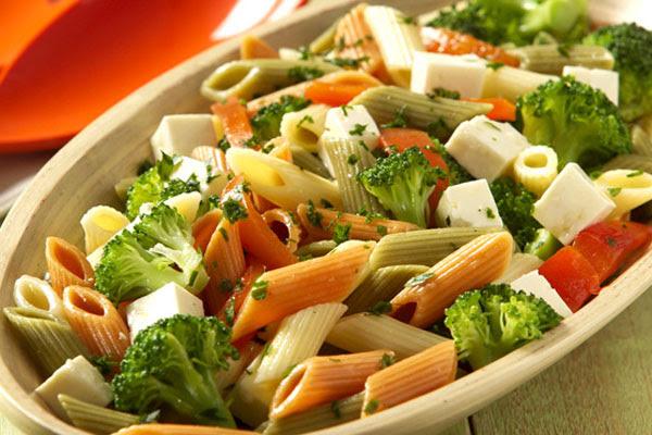 Salada Fria com Macarrão Integral