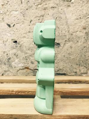 déco déco avc figurine robot en béton de couleur vert
