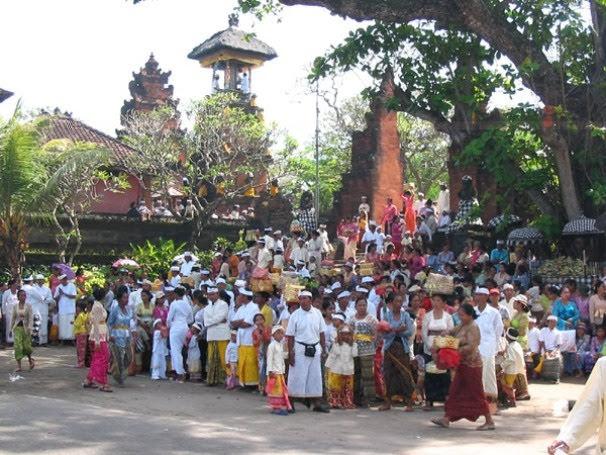 Ceremony-at-Pura-Masceti