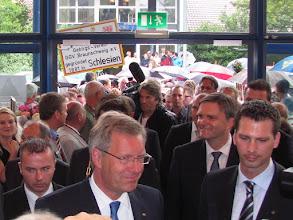 Photo: Bundespräsident Wulff und Innenminister Schünemann besuchen den 111. Deutschen Wandertag