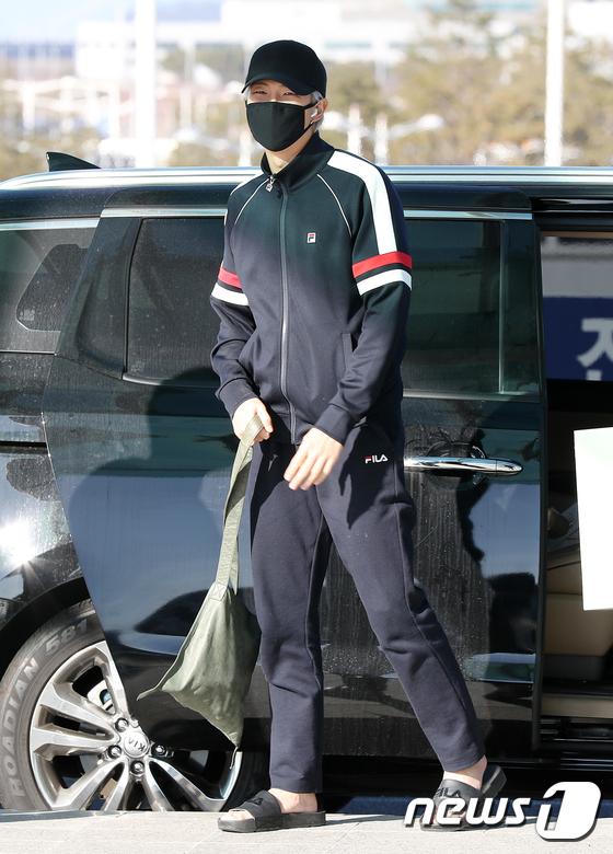 방탄소년단 RM, 강추위에도 포기 못하는 슬리퍼