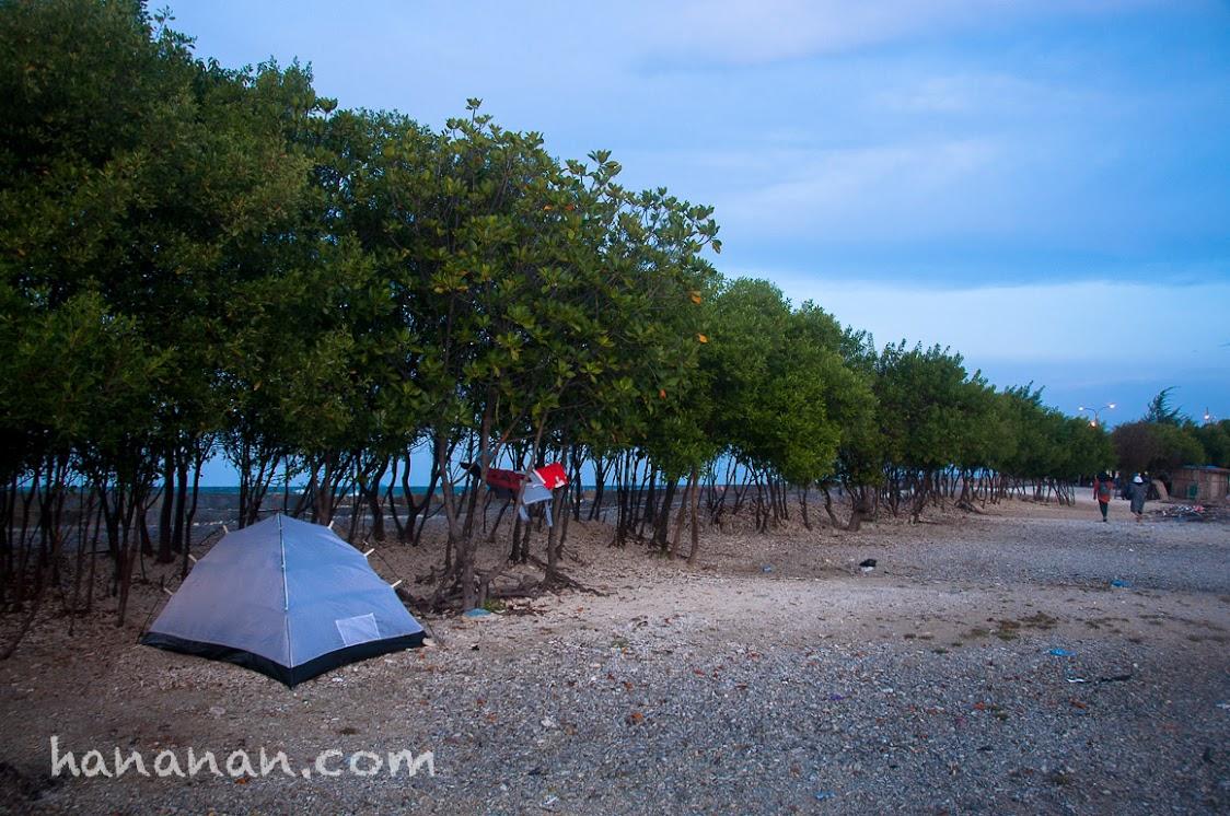 Tempat berkemah di Pantai Sakura.
