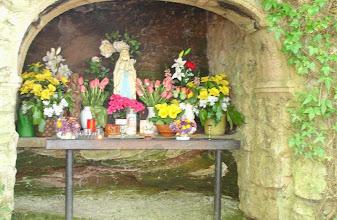 Photo: Die Lourdes-Grotte ist der Wendepunkt des Kreuzweges