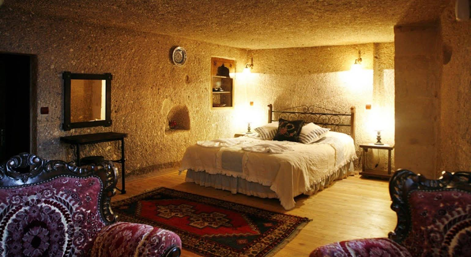 Travellers Cave Hotel
