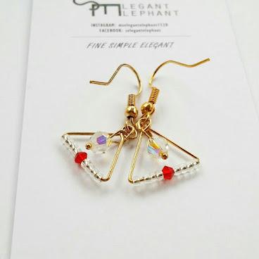 小三角水晶耳環 · 一點紅