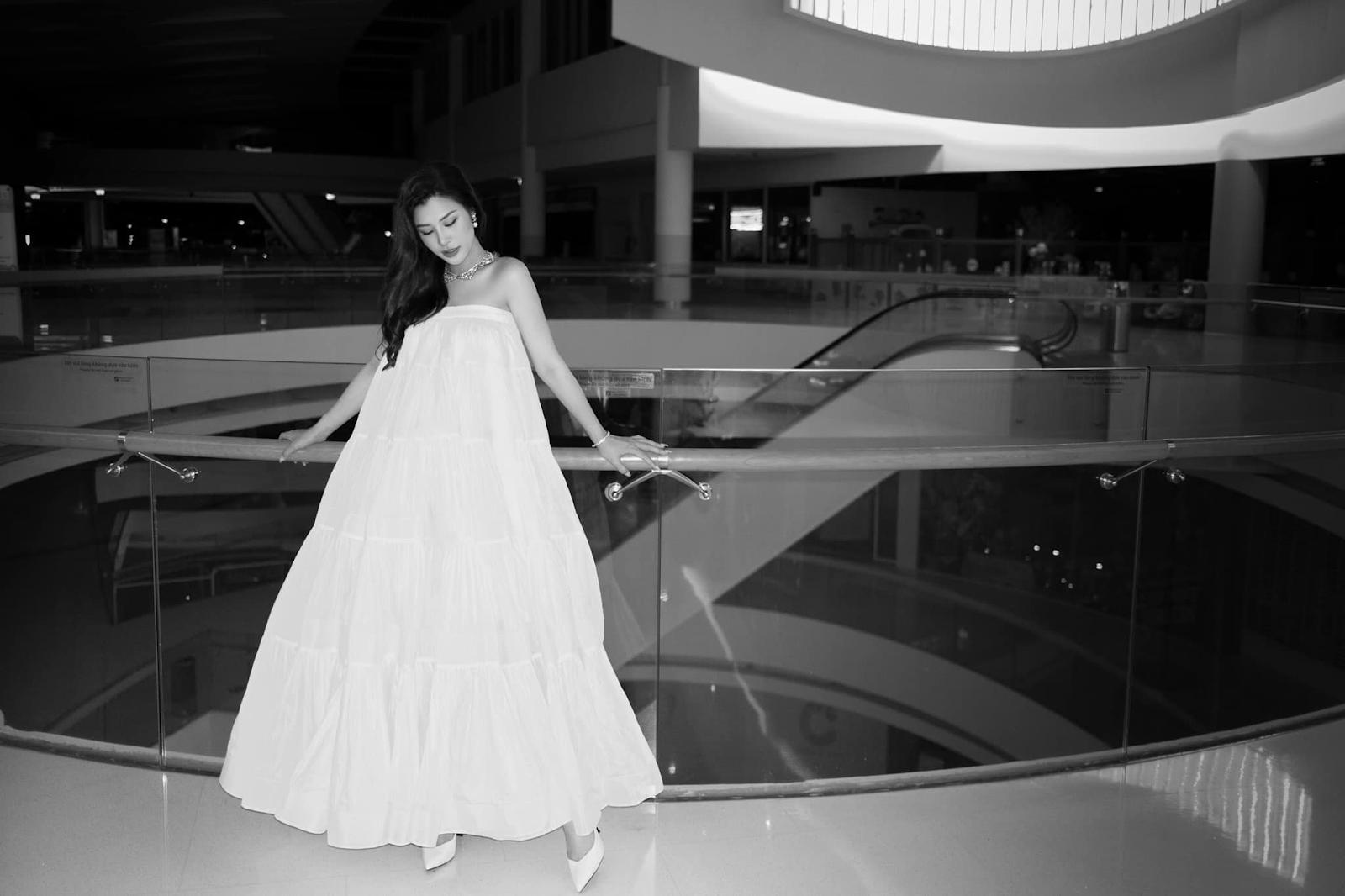 Mẹ bầu Đông Nhi diện váy xòe trắng trong đêm nhạc của Noo Phước Thịnh - ảnh 5