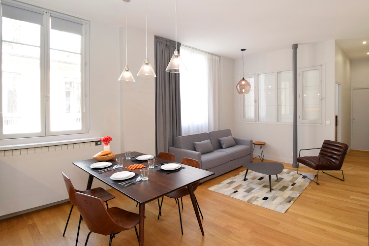 Simplistic living space in 2 bedroom Apartment in Montorgueil
