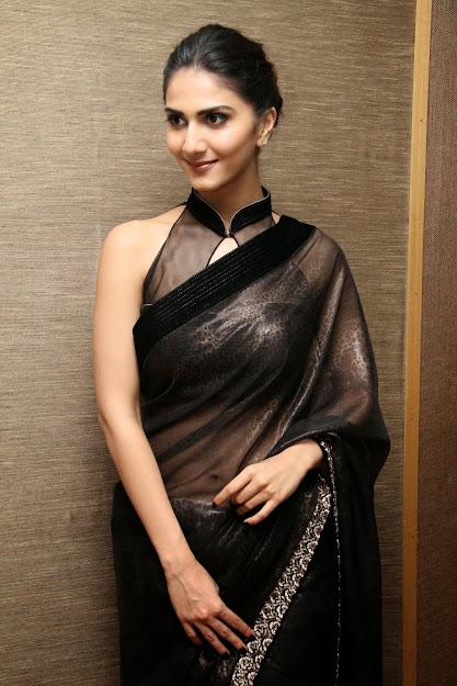 Vaani Kapoor navel, Vaani Kapoor in saree, Vaani Kapoor black saree