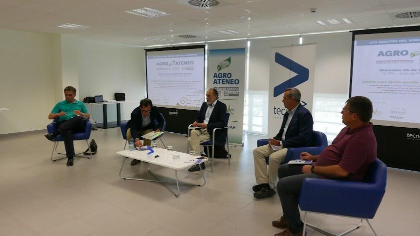 Los ponentes debatieron en la sede de Tecnova durante dos horas.