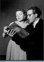 """Photo: Martha MÖDLs Geburtstag jährt sich am 22.3.2012 zum 100. Mal. Unser Foto zeigt sie 1952 bei einer """"Tristan und Isolde""""-Probe mit Regisseur Wieland Wagner."""