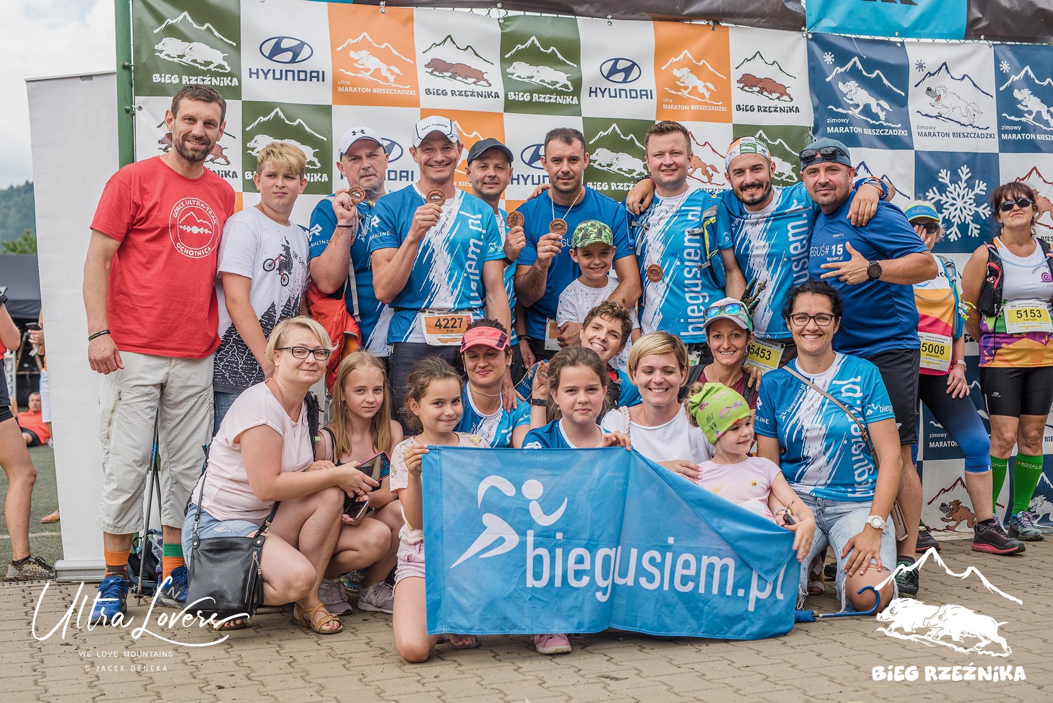 Od wielu lat Paulina działa w klubie Biegusiem.pl, organizując i wspierając inicjatywy biegowe (organizacja biegów, wyjazdów, akcje charytatywne). Źr.: UltraLovers (Jacek Deneka)