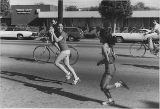Photo: Miki Gorman wins Western Hemisphere Marathon, Culver City, CA (Dec.1973?)