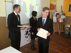 Photo: Slavnostní předávání maturitního vysvědčení, třída 4. A (2011 - 2015). Učebna výtvarné výchovy (pátek 22. květen 2015).