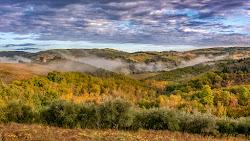 Alba in autunno tra le colline Toscane